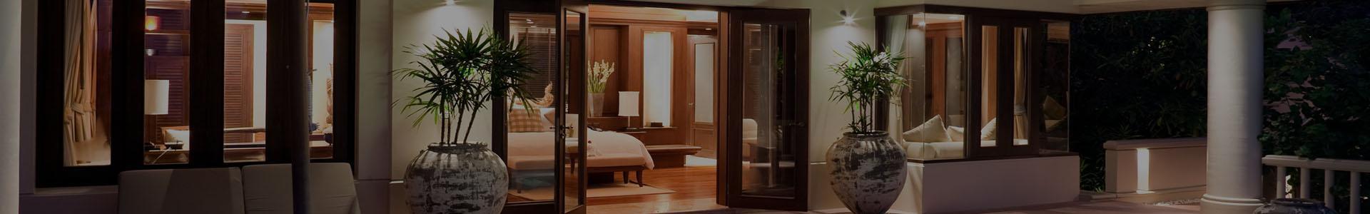 Otwarte drzwi do mieszkania