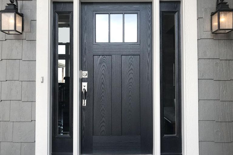 Szare drzwi